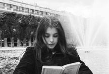 perempuan dan buku