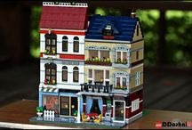 Lego Modular Houses Ideas / Lego modular houses, ideas for the outside and some for the inside.