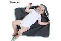 Baby Badcape, super grappige Babyhanddoek MantaRog / Baby badcape's in de vorm van een mantarog. De ene zijde is heerlijk badstof, de andere zijde stevig wafelkatoen. Verkrijgbaar in antraciet met mint of pink.