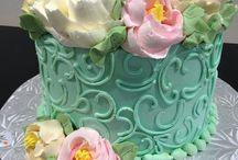 krémové květiny a zdobení