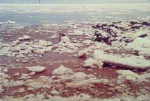 """Mein #ÜberWasser: Eis / Gefrorenes Wasser strahlt Kälte aus, es ist nicht mehr transparent und beweglich.   Hier pinnen wir die Photos von allen Kunst-, Photographie- oder Wasser- Interessierten, die bei unserer Mein #ÜberWasser-Aktion mitmachen und – inspiriert von unserer """"Über Wasser""""-Ausstellung – """"Eis"""" zu ihrem Motiv gemacht haben!   http://www.buceriuskunstforum.de/mein-ueber-wasser/ https://www.youtube.com/watch?v=CcKaJNORfOg"""