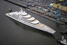 Yachts de luxe.