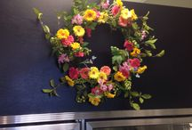 Wreaths / Permanent floral wreaths to brighten the door or a wall in your home
