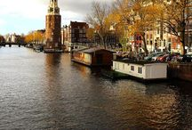 Amsterdam Architecture / Charming canals, beautiful bridges, happy houseboats and cute canal houses. Let's look at the pretty city of Amsterdam.