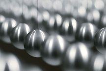 Térinstallációk _ Kinetikus szobrok / Térinstallációk, melyekben a mozgás lényegi elem