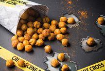 Halloween-Snacks / Bei Ihrer nächsten Halloween-Party dürfen diese kriminell guten Snacks nicht fehlen. Wir zeigen, wie Sie die Knabbereien im Handumdrehen zubereiten.