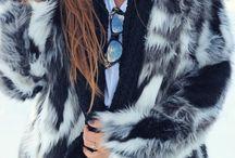 #mollybrackenbloggers / Retrouvez les articles des blogueuses qui parlent de nos produits et de notre marque. Elles accordent à merveille les robes, vestes et autres vêtements avec les accessoires et créent des looks totalement tendance.