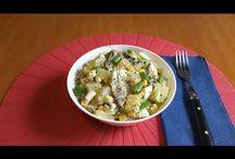 King Oscar herring with potato salad. Salată de cartofi cu sardine. Картофельный салат с сардинами. / Ingredients: King Oscar herring-77g, 2 potatos, 2 eggs, sweet corn-140g, green onion, lemon juice, salt, peperocino, basilic. Ingrediente: 1 cutie de sardine-77g, 2 cartofi, 2 ouă, porumb dulce-140g, ceapă verde, suc de lămâie, sare, piper, busuioc. Ингредиенты: сардины-77г, картошка-2шт, яйца-2шт, сладкая кукуруза-140г, зелёный лук, лимонный сок, соль, чёрный перец, базилик.