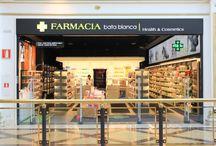 Proyectos Mobil M España / Mobil M España es un estudio de arquitectura comercial. Lanzamos la estrategia de un negocio, creamos su identidad corporativa, ideamos su proyecto de interiorismo y diseñamos hasta el último detalle. Trabajamos con arquitectos, interioristas y diseñadores que nos ayudan a convertir cada proyecto en algo único. ¿Nuestra especialidad? El sector de la salud: farmacias, ópticas, clínicas veterinarias, laboratorios, perfumerías..