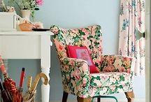 silla romántica flores