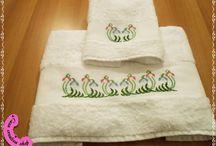 Asciugamani di lino e spugna handmade..... da comprare / Ascugamani di lino e spugna, hanmade, con ricami e uncinetto.