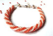 La Boutique Des Bijoux / Qui troverete dei braccialetti realizzati a mano da me utilizzando delle perline di vetro..