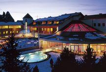 Hotel Urthaler (Alpi di Siusi - BZ) / è un prestigioso hotel. La nuova zona wellness, con piscina interna/esterna e spa, è caratterizzata da una grande copertura parzialmente vetrata e da una chiusura verticale con facciate continue ampie ed estremamente trasparenti.  A completamento della fornitura partizioni vetrate e serramenti ad altissime prestazioni.