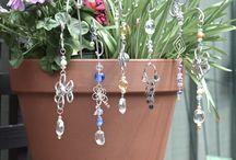 Pot Plant Garden Bling & Suncatchers / Decorations for Potplants...Tip:..use earring dangles for miniature pots!