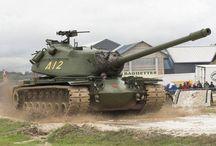 M103 USA Heavy Tank / Az M103 nehéz harckocsi az Amerikai Egyesült Államok Hadseregének és Tengerészgyalogságának típusa volt a hidegháború alatt. Az M1 Abrams kifejlesztéséig ez volt a legnehezebb és legvastagabb páncélzattal rendelkező amerikai harckocsi.