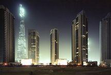 DUBAI / Dubai Under Construction – Progetto fotografico Dubai notturna, una città in crescita che galleggia nel buio come una visione astratta.