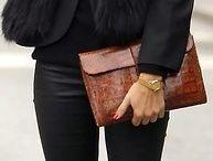 casaco pelo e calça preta