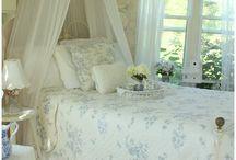 Bedrooms/Bedding / by Nancy Feinberg