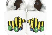 Janosch εїз HOBEA / Janosch Krabbelschuhe für Babys und Kleinkinder von ca. 0-3 Jahren.  Niedliche weiche Lederpuschen mit Janosch Motiven: Tigerente, Bär, Frosch und Tiger von HOBEA-Germany.  https://www.hobea.de/babyschuhe/janosch-krabbelschuhe/