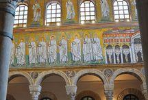 Basilica di Sant'Apollinare Nuovo - Ravenna / [Official account] Un viaggio nei monumenti UNESCO di Ravenna. Photobook of the UNESCO mosaic monuments located in Ravenna.