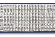 Doe-het-zelf stempels / Stempels met losse letters, cijfers en tekens om zelf de tekst op de stempel vast te stellen.