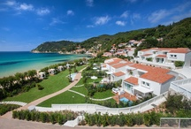 Baia Bianca Relais - Panorama / Located right at the centre of the Biodola Beach, the Baia Bianca Relais is a complex of holiday villas, suites and apartment. Here is a selection of images with our panorama