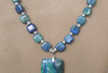 Beaded Jewelry Necklaces ideas / Learn how to make beaded jewelry necklaces.