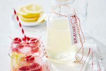 Sommergetränke / Erfrischende Getränke mit Eiswürfeln oder Eiswasser - perfekt für heiße Tage auf dem Balkon, im Garten oder beim Picknick.  Rezepte ohne und mit Alkohol.