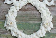 Nordic Chic Mouldings / Skønne ornamenter lige til at lime på og male. Hvis du kunne tænke dig at forhandle vores ornamenter så skriv til info@nordicchic.dk