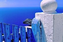 Azul como el mar azul. Bleu, blue.
