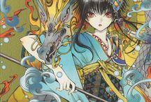 """ゲート7 / Um garoto viaga a Kyoto e acaba se envolvendo na vida de pessoas muito estranhas, com poderes e onis. Ele passa a morar com 2 homens e 1 garota, e cada vez descobre mais sobre eles. Essas pessoas estão envolvidas em uma """"guerra de onis"""", com o objetivo de possuir o mais forte deles, tem um inimigo e aliados. Não perca a mais nova história de amor de CLAMP."""