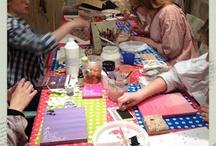 """Tiener Atelier / Het Tiener Atelier is voor kinderen vanaf de middelbare school. Voor het Kinder Knutsel Atelier zijn ze te """"oud"""" en voor het Open Atelier te """"jong""""! Tijdens de lessen gaan ook zij op zoek in de creatieve wereld."""