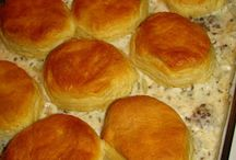 Sausage gravy and biscuit casserole / Amish Recipes