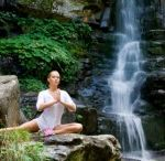 Teaching Children to Meditate / Many children are learning to meditate as a means of controlling their reactions to peer pressure, performance anxiety, and the general angst of being a kid.  #teachingchildren #meditation http://www.aurawellnesscenter.com/2011/09/07/teaching-children-to-meditate/