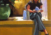 femme assise avec un livre