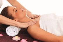 Masáž lávovými kameny v Brně / Masáž lávovými kameny patří mezi nejluxusnější masáže, která svými účinky určitě uspokojí i ty nejnáročnější klienty. Správně provedená masáž Vás dovede k absolutní relaxaci, a mnohdy vás ukolébá i k posilujícímu spánku. Nyní si můžete masáž prožít nejen jako relaxaci ale také jako romantiku v jedné místnosti v prostředí luxusního relaxačního centra v Brně! http://www.impresio.eu/zazitek/lavove-kameny-pro-dva