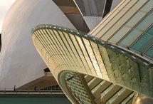 """archi - Santiago Calatrava / """"Studiare Architettura era un piacere. Anche se l'aspetto più decisivo per me è stata l'opportunità di viaggiare. [...] erano viaggio informali, organizzati nel modo più improbabile, con pochissimi soldi a disposizione: zaino, sacco a pelo e panini.  Questo è forse l'aspetto più significativo della mia formazione come architetto."""""""