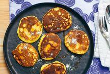 Nos recettes de pancakes / Comment résister à ces délicieux pancakes ? Impossible ! Pour la réalisation, ne vous inquiétez pas, on vous a préparé une petite sélection de recettes de pancakes salés et sucrés, pour ravir toute la famille… De quoi se lever du bon pied à l'heure du petit-déjeuner ou du brunch !