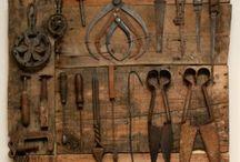 Con las herramientas abuelo Adolfo
