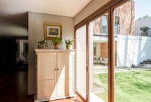 Interiores, ventanas de madera / Interiores con ventanas de madera #ventana #ventanademadera #madera #multivi #puertademadera #puerta #cancel #hechoenmexico