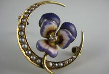 Brooch ~ MOON