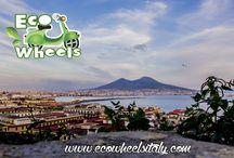 Ecowheels Napoli / EcoWheels nasce dall'idea di creare un'esperienza unica nel suo genere, il tour in scooter ad impatto zero. La nostra missione? Regalarvi giornate indimenticabili in una delle città più affascinanti del mondo. L'incontro tra rispetto per l'ambiente e tecnologia trasformeranno il vecchio concetto di turismo in quello che noi chiamiamo l'ecoExperience: dimentica mappe e guide ingombranti che ti hanno accompagnato in tutti i tuoi viaggi e salta in sella con noi!