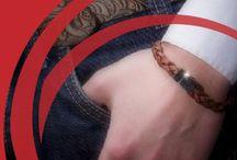 Di-Angelo pour hommes / Bijoux Di-Angelo pour hommes.  La société Renaor plus connue sous la marque de Bijoux Di-Angelo est une entreprise française basée à Fos-sur-Mer dans les Bouches-du-Rhône. Elle fabrique et propose dans toutes les dimensions, des bracelets et des colliers en cuir pour hommes.  http://www.bijoux-pour-homme.eu/bijoux-homme-di-angelo