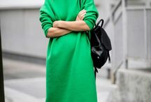 """//Green / Nicht zuletzt durch die Pantone-Farbe 2017 """"Greenery"""", sind Grüntöne in der Modewelt derzeit beliebter den je. Von Lind- bis tannengrün, Ton-in-Ton oder in Kombi mit anderen Farbwelten - wir können nicht genug davon bekommen!"""