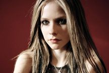 CELEBRITY ● AVRIL LAVIGNE