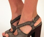 Shoes and clothes I dig / by Laura Wright