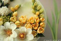 кремовые цветы