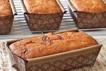 breads to eat and gift / by Toni Dryburgh