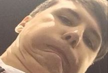 Dan Howell Chins