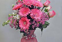 Flower arrangements / by Joyce Carlisle